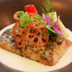 旬の鮮魚のポワレ ヴァンブランソース