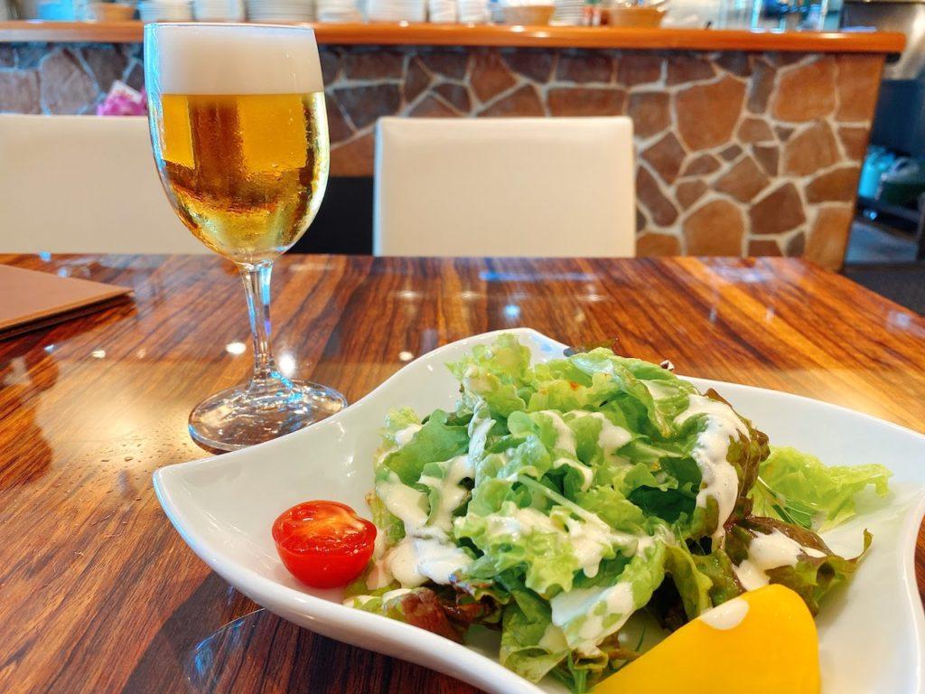 サラダとランチビール