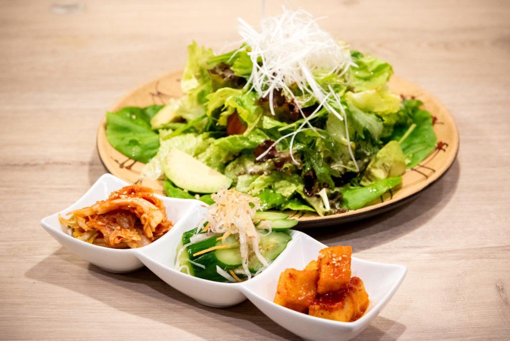ペンザンスサラダにキムチ。野菜たっぷり